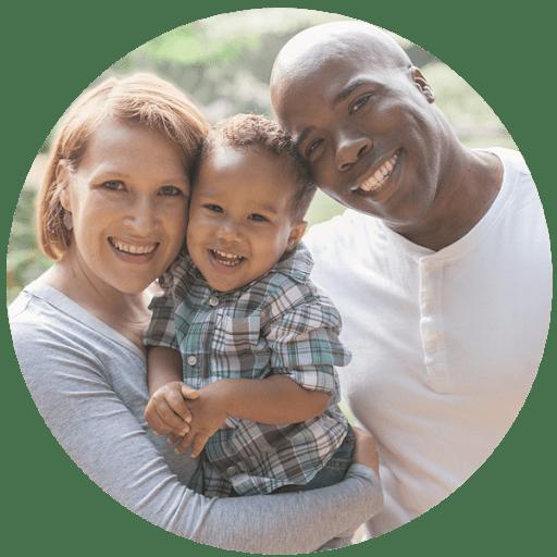 Famille heureuse grâce à une eau pure